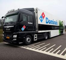 Een verse belettering voor het wagenpark van Domino's Pizza